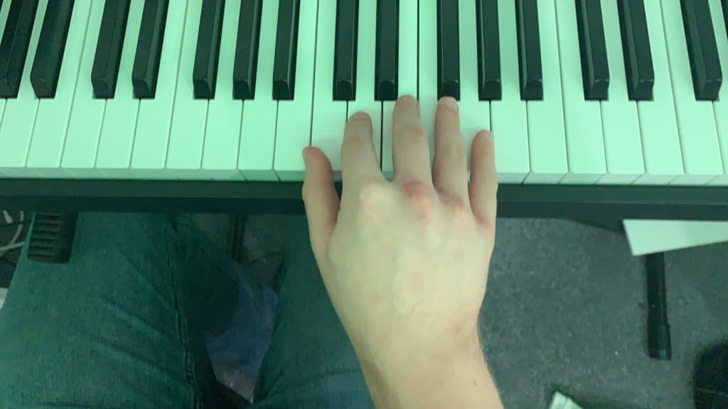 white keys on piano right hand wrong position